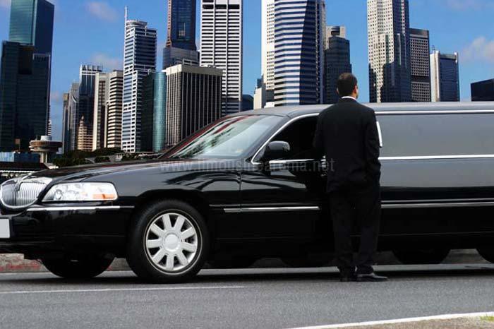 Risultati immagini per lincoln limousine